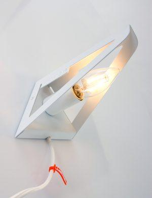 Applique-industrielle-minimaliste-de-couleur-blanche-1
