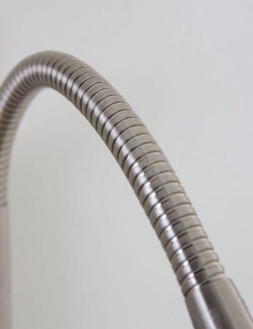 Lampe-de-chevet-design-en-acier-1