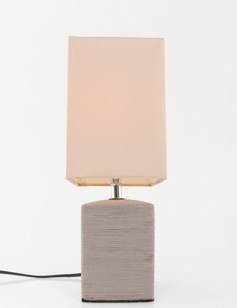 lampe de chevet rustique avec pied gris et abat jour beige. Black Bedroom Furniture Sets. Home Design Ideas
