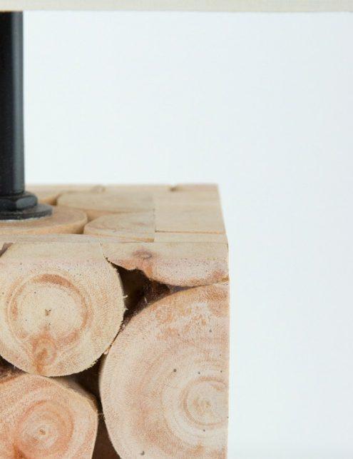 Lampe-de-table-en-bois-et-abat-jour-blanc-2