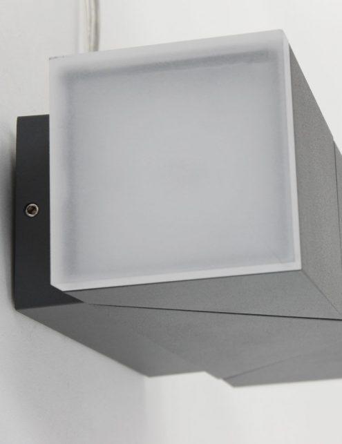 Lampe-dexterieur-moderne-noire-applique-2-spots-4