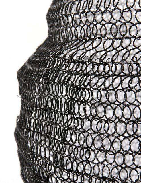 Lampe-noire-en-mailles-métalliques-Trendy-3