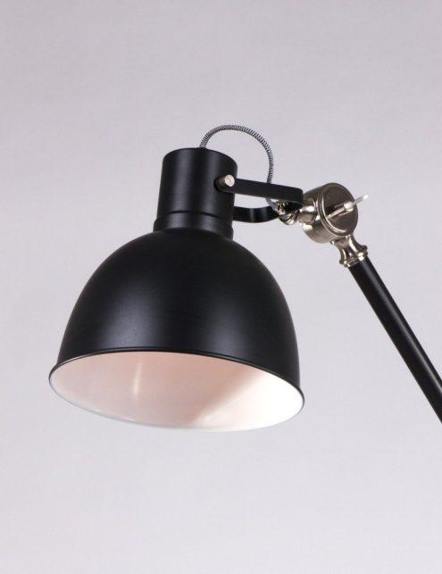 Luminaire-sur-pied-industrielle-noire-2