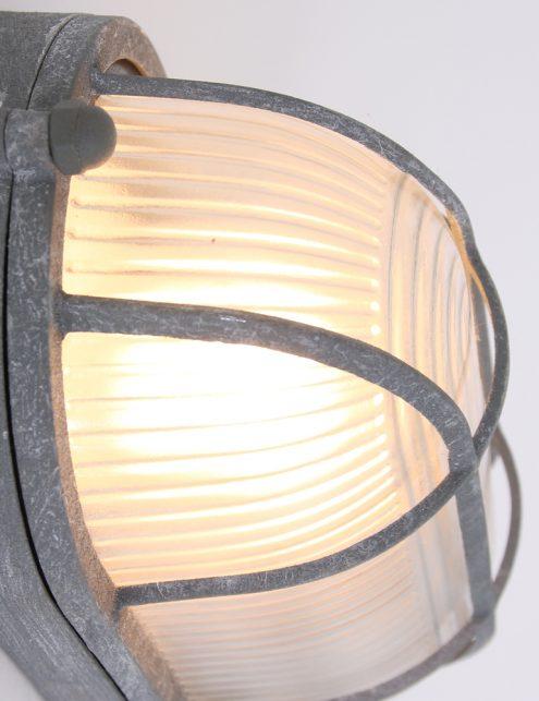 Plafonnier-design-industriel-avec-hublot-marin-gris-2
