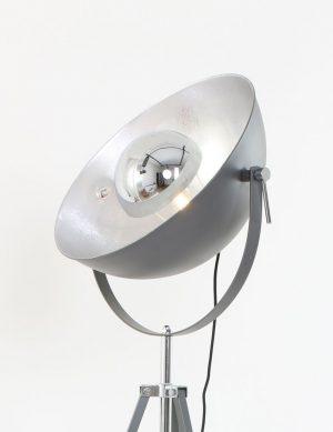 lampadaire-trepied-gris-1