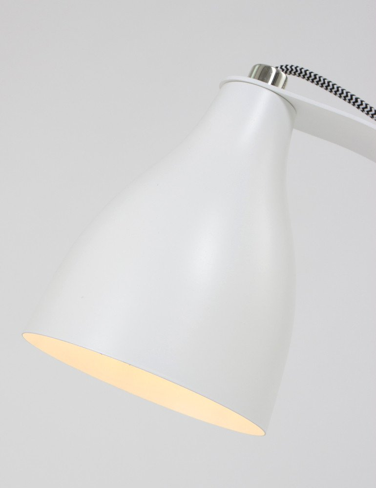 lampe a poser blanche design leitmotiv barefoot. Black Bedroom Furniture Sets. Home Design Ideas