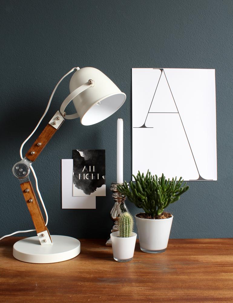 lampe de bureau design bois light living clyde. Black Bedroom Furniture Sets. Home Design Ideas