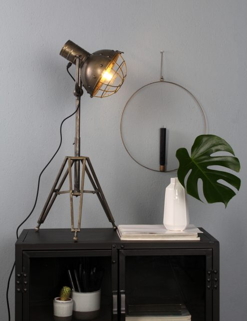 lampe-trepied-industriel-10